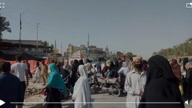 Photo of لاک ڈاون کا 9واں روز:کراچی میں بھوک سے پریشان خواتین نے ایم اے جناح روڈبلاک کردی