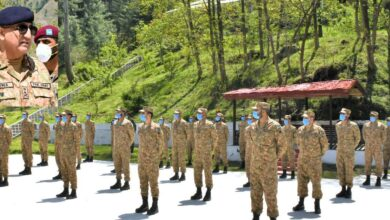 Photo of Army Chief Visits Forward Troops At LoC