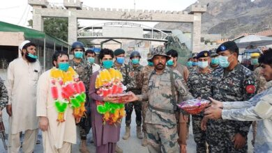 Photo of افغان آرمی کے 2 اہلکار پاکستان میں علاج کے بعد افغان باڈر حکام کے حوالے