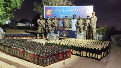 Photo of پاکستان کوسٹ گارڈز کی سمندرمیں کارروائی، اعلی کو الٹی کی غیر ملکی شراب برآمد