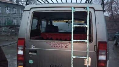Photo of Indian Army Thrash Local Kashmiris, Vandalize Shops in Pampore